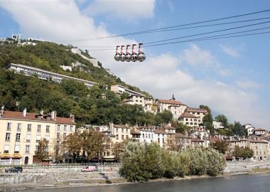Les quais et le téléphérique de la Bastille
